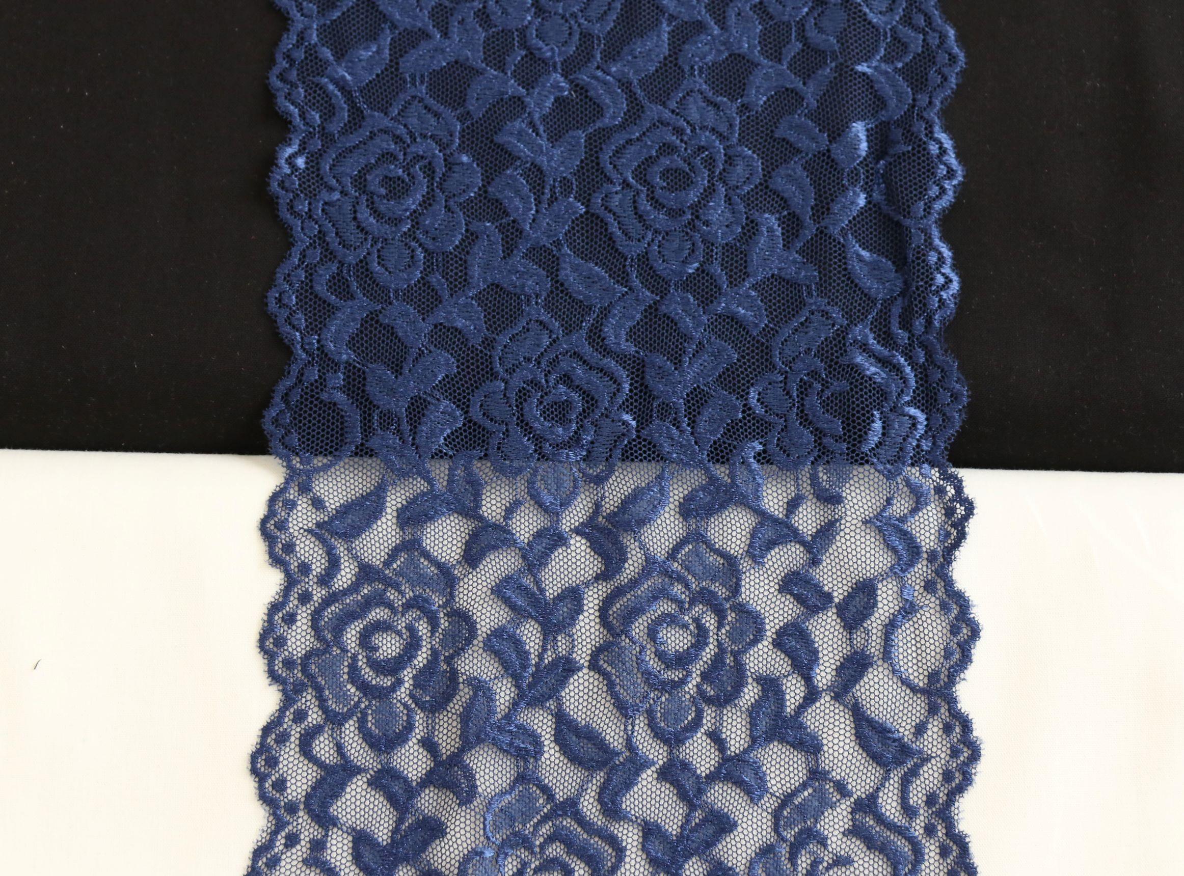 glanzende bloemenkant donkerblauw